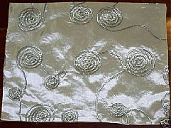 PLACEMAT-GOLD-WITH-BLACK-EMBROIDED-SWIRLS-30-cm-X-40-cm-NEW