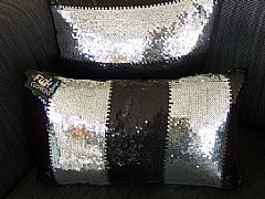 SEQUINED-BLACK-&-SILVER-CUSHION-30-cm-X-50-cm-RECTANGLE-NEW-STUNNING-DESIGNER